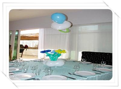 עיצוב שולחן עם בלונים לברית