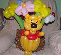 זר בלונים עם בלון בצורת דוב