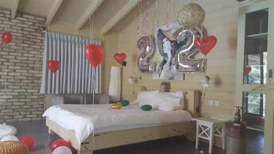 room-with-balloons